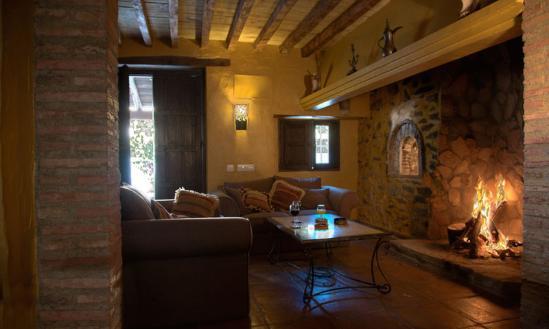 La casa casa rural en grazalema huerta la terrona for Construccion de chimeneas para casas